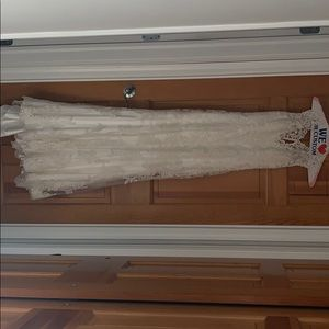 Ivory wedding dress . Maggie Sottero